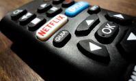 Netflix accuse les cinémas d'ignorer les spectateurs en leur faisant attendre six ou huit mois pour voir un film.