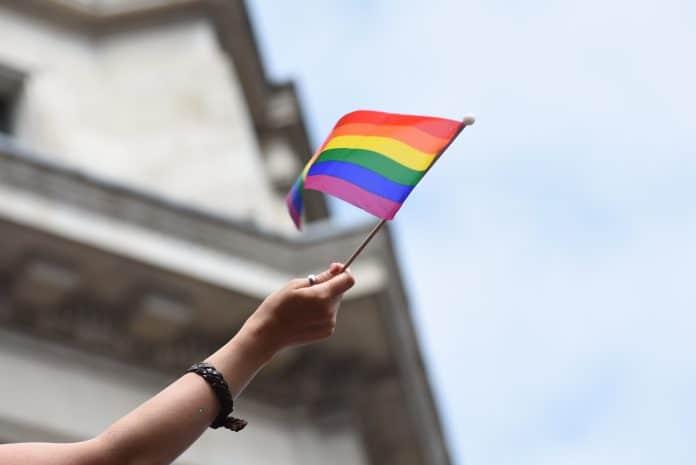La toile s'enflamme : Nabilla et Thomas seraient homophobes !