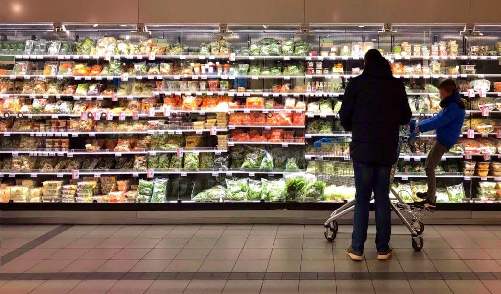 Les supermarchés restent ouverts pendant la pandémie de coronavirus