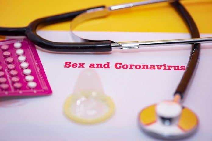 Le sexe et le coronavirus : comment se passe la vie de couple pendant le confinement ?