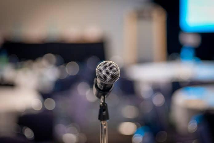 Comment réussir à prendre la parole en public ?