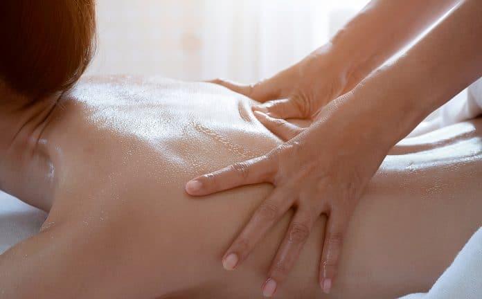 Comment réaliser un massage tantrique en couple ?
