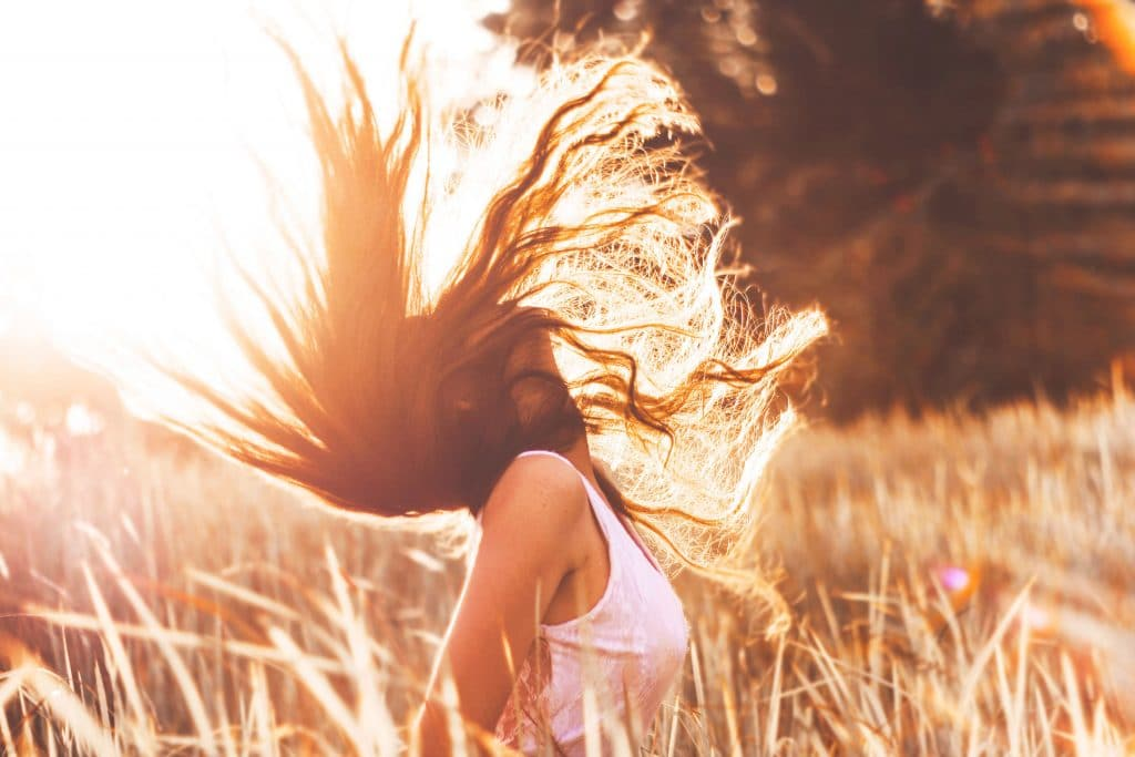 Hydrater ses cheveux pour les protéger du soleil