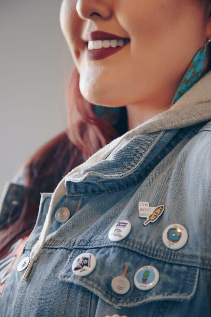 Sur une veste en jean