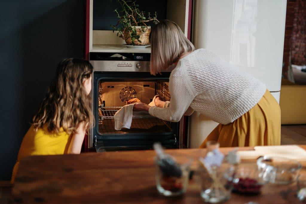 Livraison de produits et de mode d'emploi pour reproduire des recettes de chefs étoilés