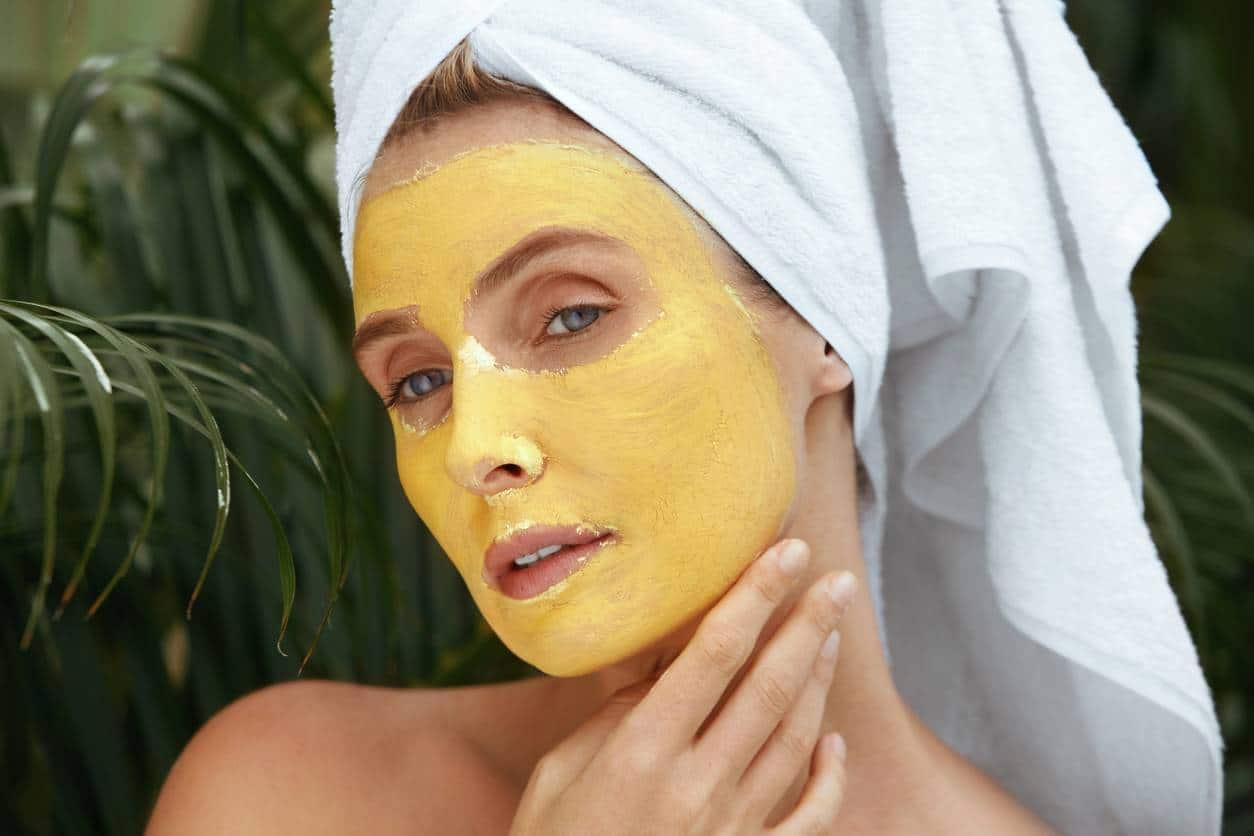 Le masque au curcuma est l'allié des peaux sèches et matures.