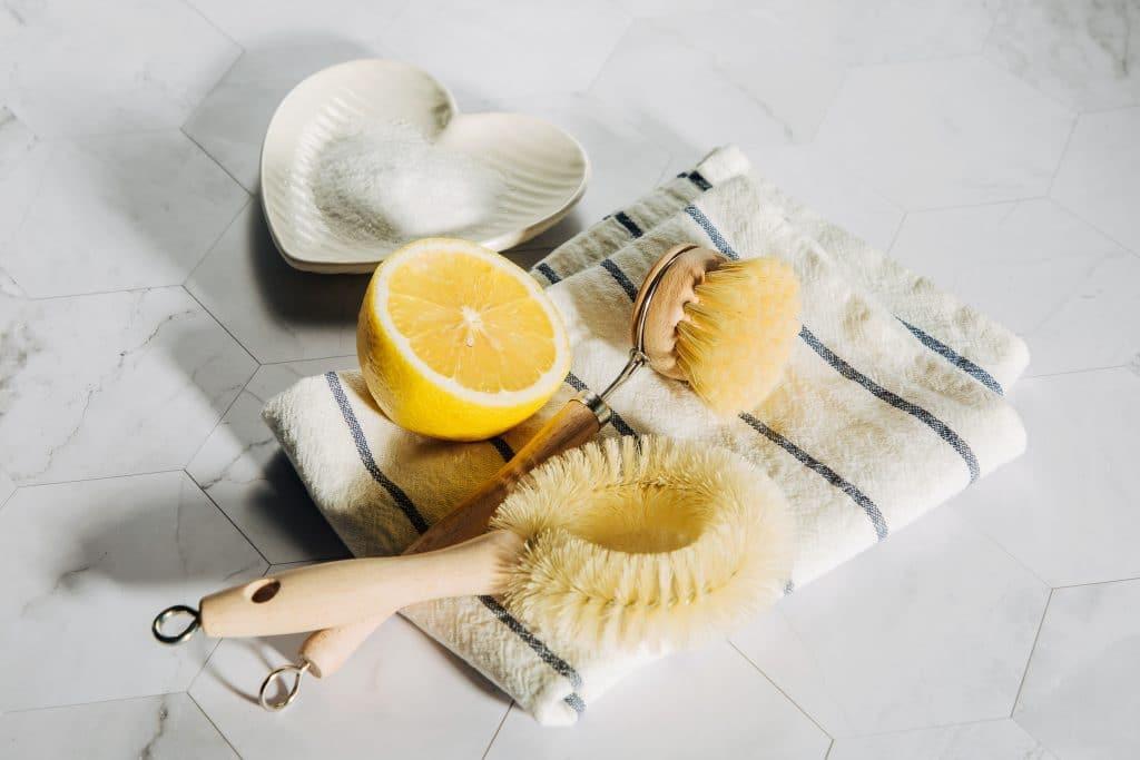 Nettoyer son robinet et déboucher les tuyaux avec des produits naturels