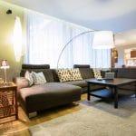 Déco : comment choisir son canapé d'angle panoramique ?